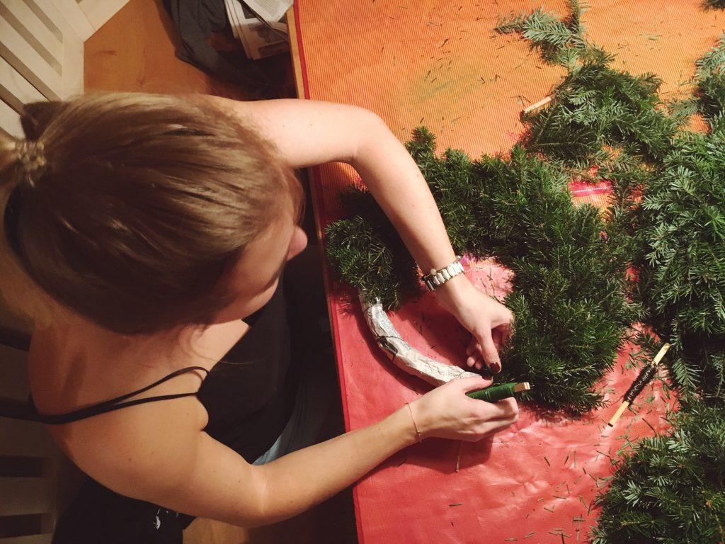 Life Full Of Blog, Lifestyleblog, Foodblog, Restaurant Review, Food, Blog, Interiorblog, Austria, Österreich, Life Full Of, Christmas, Weihnachten, Weihnachtsdekoration, Christmas decoration, Weihnachtsdeko, Adventkranz, Adventskranz, Adventkranz binden, Adventskranz binden